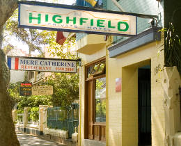 The street entrance to the Highfield Hotel, Potts Point.